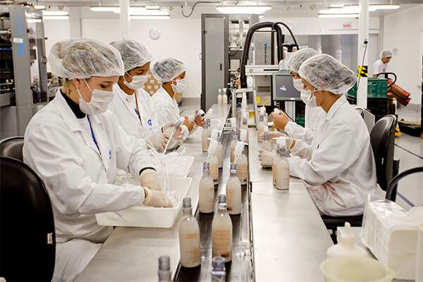 Produção industrial tem alta em 7 de 15 locais pesquisados em julho, diz IBGE