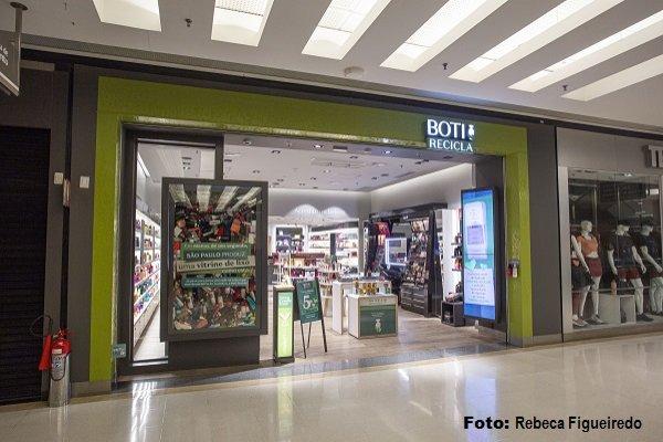 O Boticário muda fachadas de lojas em campanha sobre reciclagem