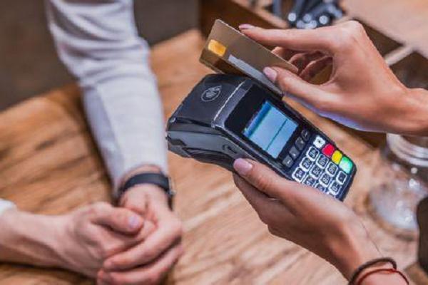 Confiança do consumidor tem nova alta em julho, diz FGV