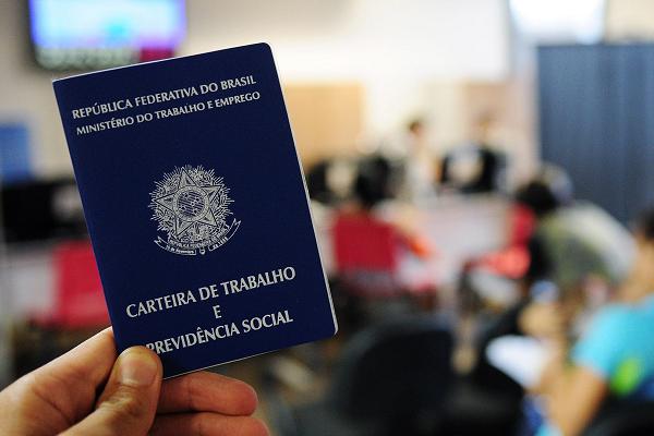 Caged: Brasil cria 184 mil empregos formais em março