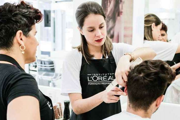Instituto L'Oréal promove cortes gratuitos em evento no RJ