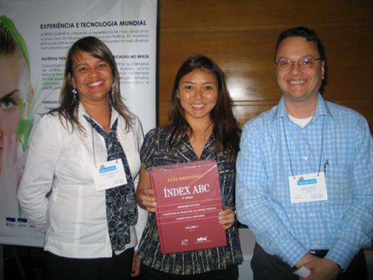 Ao centro, ganhadora do Index ABC, Eliana Nishida (Gerente de P&D da Biocilin)com Mariângela Paladino e Decio Campioti da Ertex