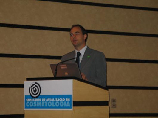 Luis Julian, da BASF - Luviquat® Sensation, um Novo Polímero Condicionante para Aplicações Rinse-off