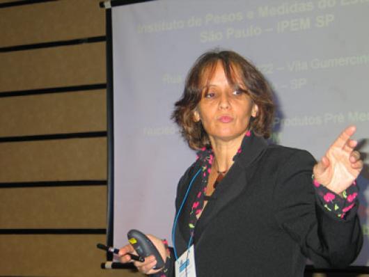 Heline de Campos, do IPEM - A Importância do Controle Metrológico em Produtos pré-medidos, no segmento de Cosméticos