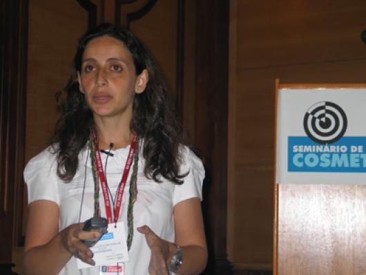 Cristina Calixto, da IEL/FIEMG, falou aos presentes do projeto de